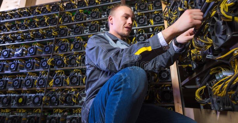 Cryptocurrency do bitcoin do mineiro foto de stock