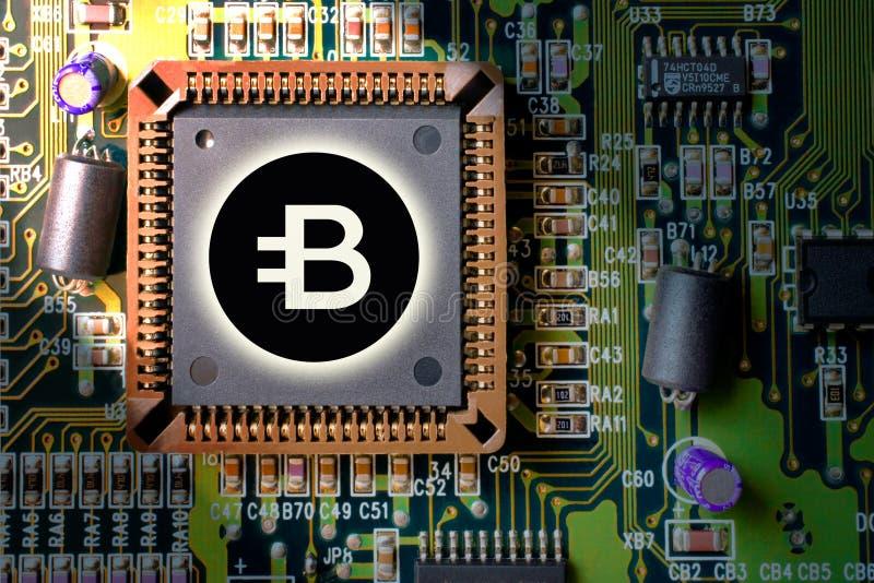 cryptocurrency e blockchain - dinheiro financeiro da tecnologia e do Internet - mineração da placa de circuito e moeda BYTECOIN B foto de stock