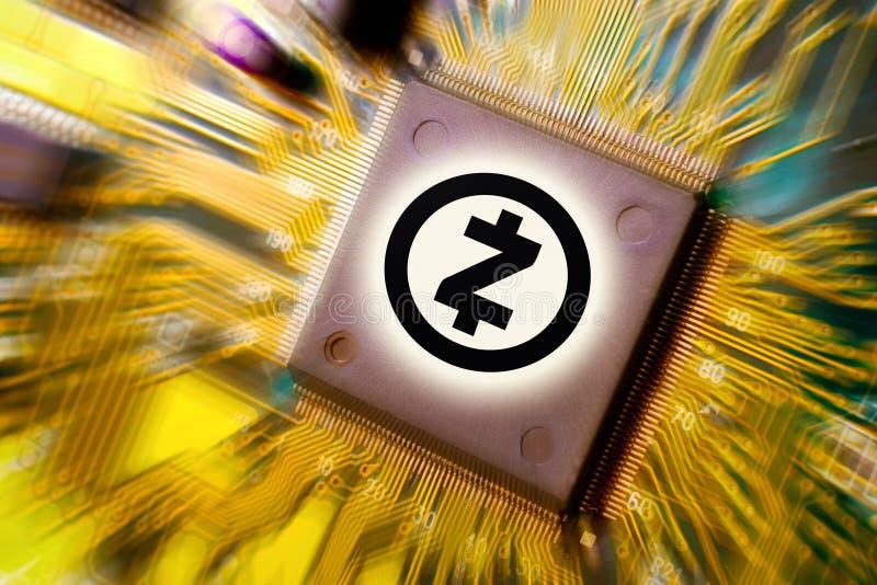 Cryptocurrency e blockchain - dinheiro financeiro da tecnologia e do Internet - mineração da placa de circuito e moeda ZCASH ZEC imagem de stock