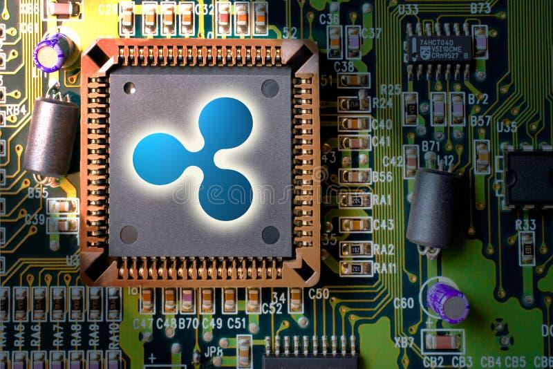Cryptocurrency e blockchain - dinheiro financeiro da tecnologia e do Internet - mineração da placa de circuito e ondinha XRP da m imagens de stock royalty free