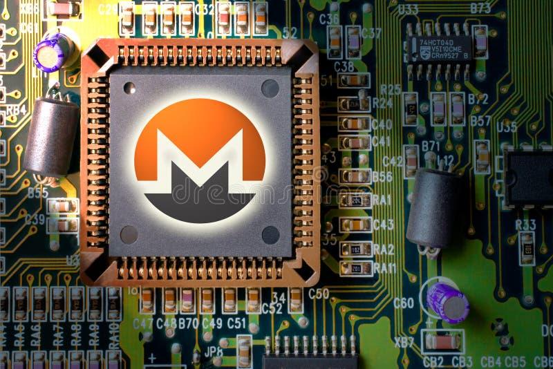 Cryptocurrency en blockchain - financiële technologie en Internet-geld - de mijnbouw en muntstuk Monero XMR van de kringsraad royalty-vrije stock afbeeldingen