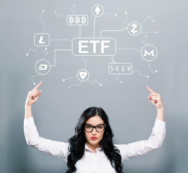 Cryptocurrency ETF tema med affärskvinnan som uppåt pekar royaltyfria bilder