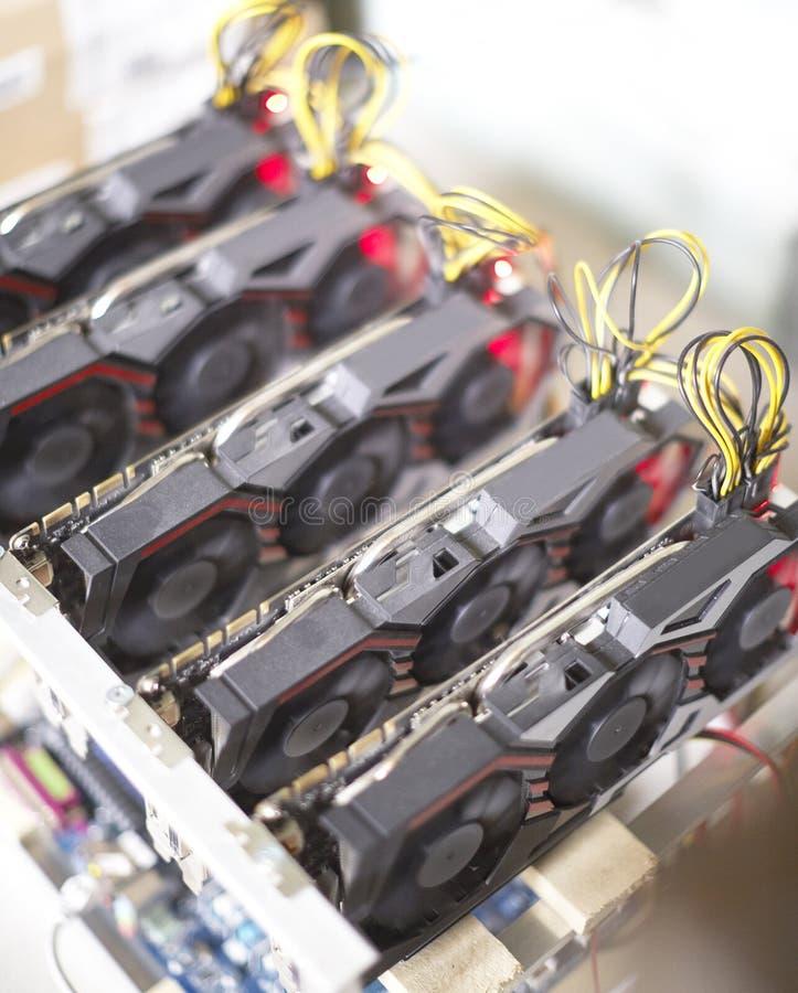 Cryptocurrency kopalnictwa takielunek używać graficzne karty minować dla cyfrowego cryptocurrency tak jak bitcoin, ethereum i inn obraz stock
