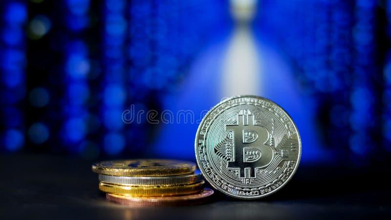 Cryptocurrency; la explotación minera digital de la moneda imagen de archivo