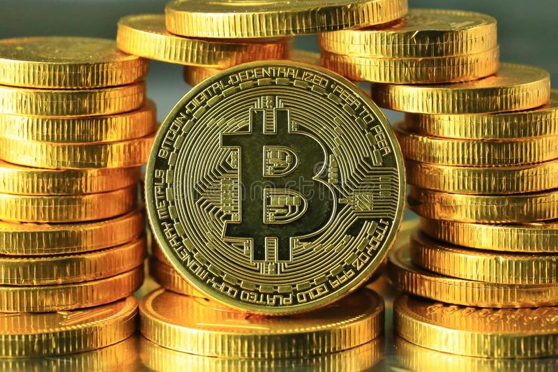 Cryptocurrency mondiale di Bitcoins dell'oro fotografie stock libere da diritti