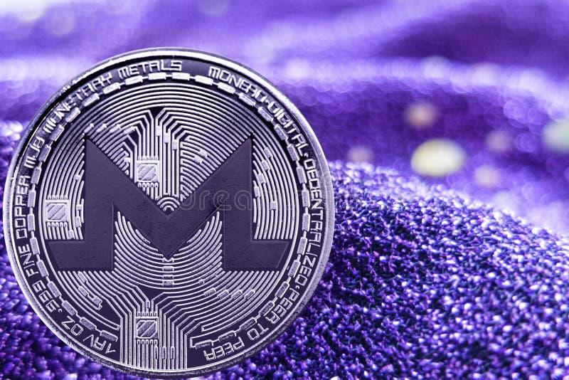 Cryptocurrency Monero della moneta su fondo al neon moderno xmr immagine stock libera da diritti