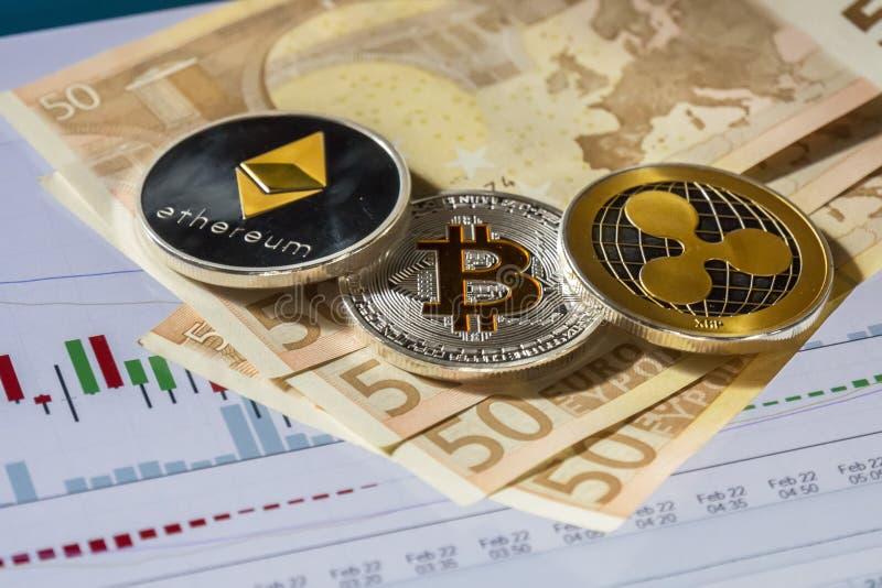 Cryptocurrency mynt över köp- och försäljningshandeldiagram; Bitcoin, royaltyfri fotografi