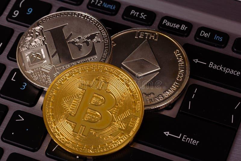 Cryptocurrency på tangentbordet arkivfoto