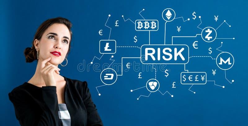 Cryptocurrency risktema med affärskvinnan royaltyfri bild