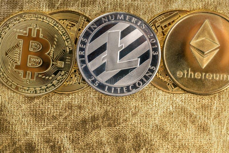 Cryptocurrency złote monety - Bitcoin, Ethereum, Litecoin na tle złociste bryłki obraz royalty free