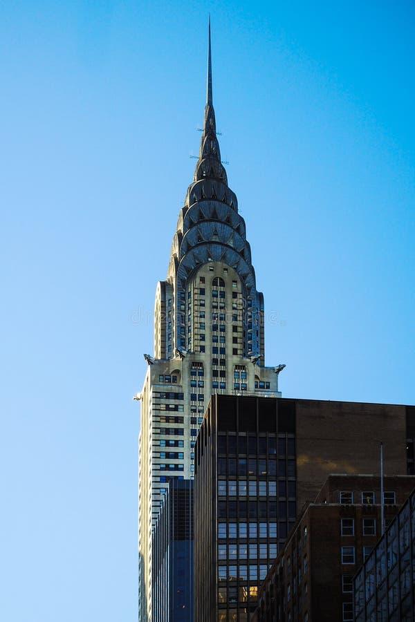 Crysler som bygger maximumet för skyskrapa New York Manhattan för blå himmel royaltyfri bild