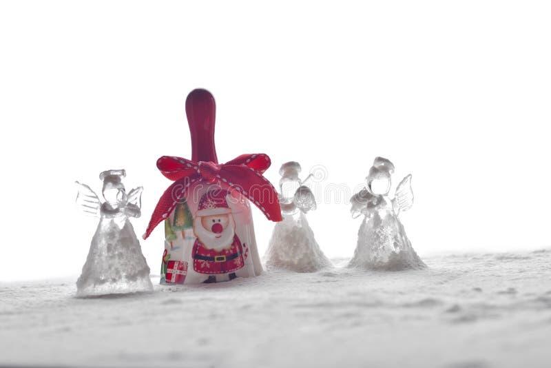 Crystal Angel Christmas garnering och en klocka med Santa Claus I fotografering för bildbyråer