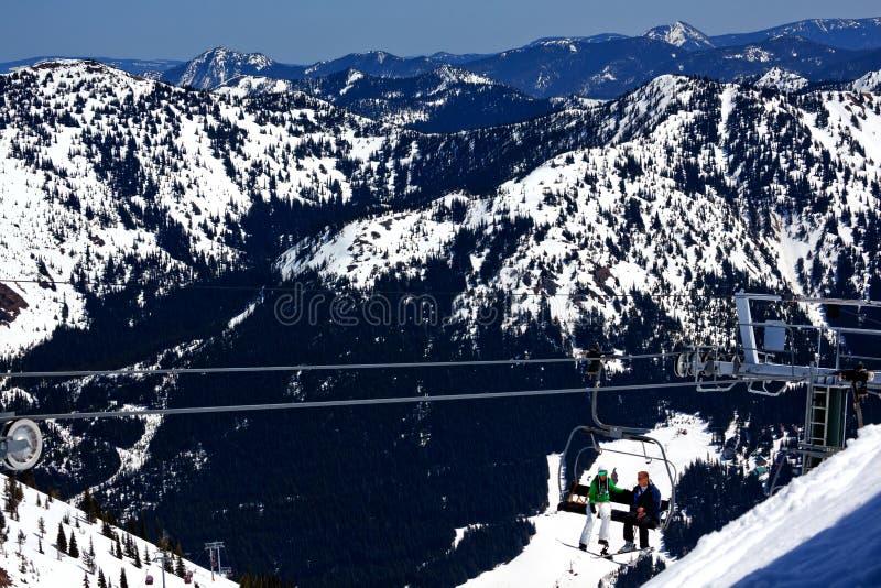 crystal bergkanter för chairlift som skidar snow arkivfoton