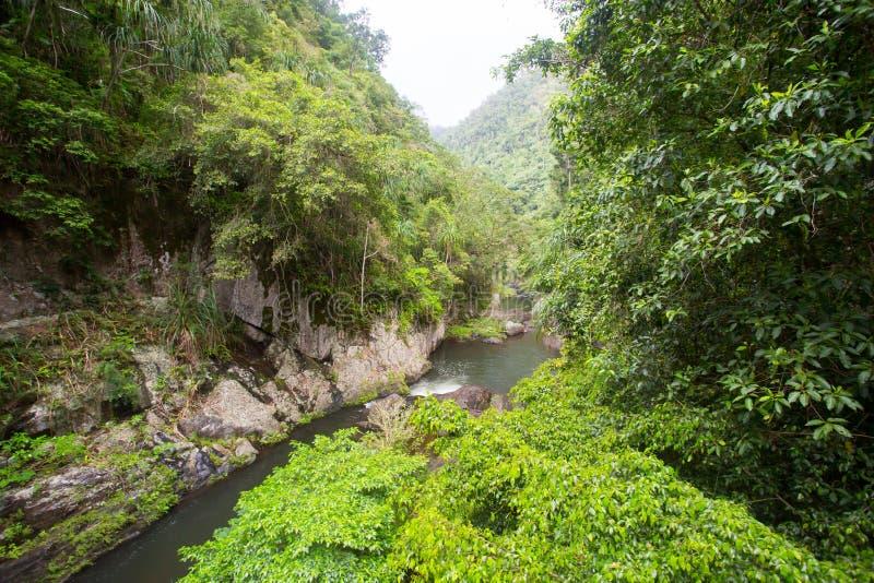 Download Crystal Cascades Landscape photo stock. Image du crique - 76087588