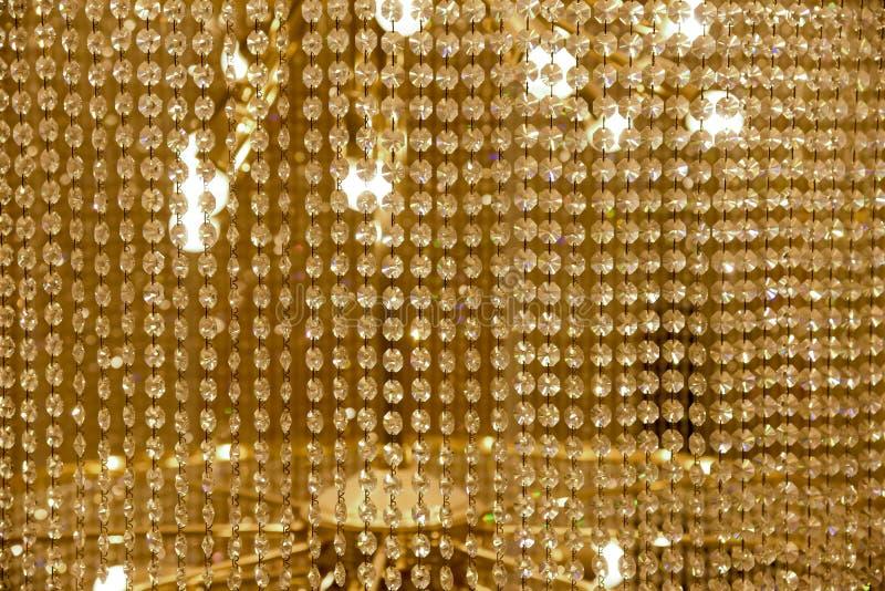 Crystal Chandelier contemporain Fermez-vous sur le cristal d'une Co image stock