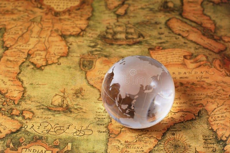 Crystal Global op oude kaart stock fotografie