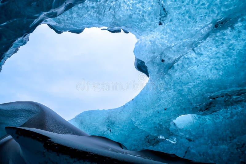 Crystal Ice Cave perto de Jokulsarlon fotos de stock