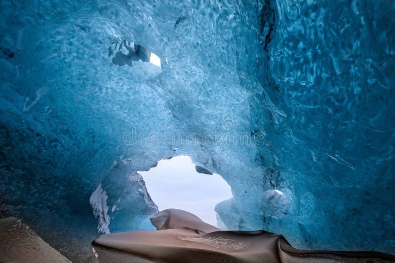 Crystal Ice Cave perto de Jokulsarlon foto de stock