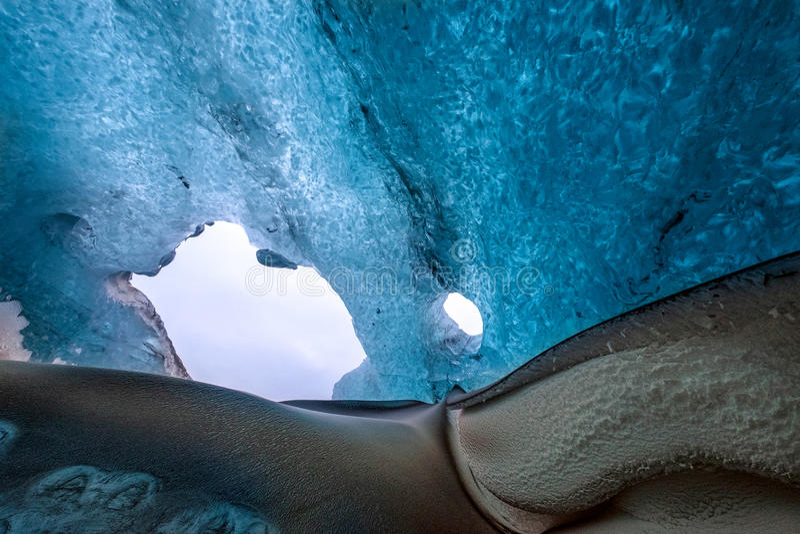 Crystal Ice Cave perto de Jokulsarlon fotografia de stock
