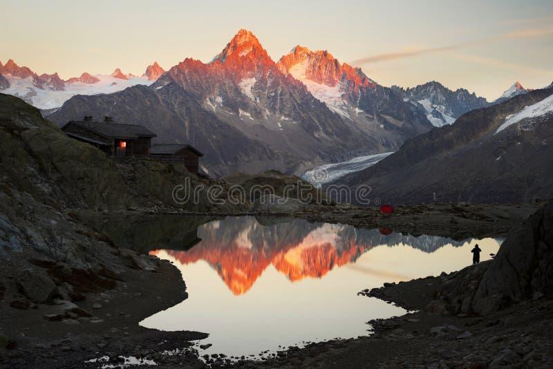 Crystal Lakes Chamonix en las montañas imagen de archivo