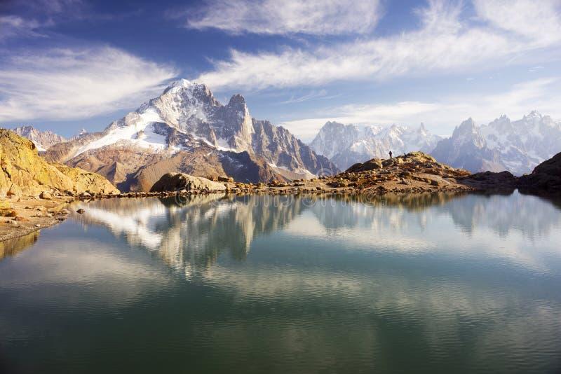 Crystal Lakes Chamonix en las montañas imagenes de archivo