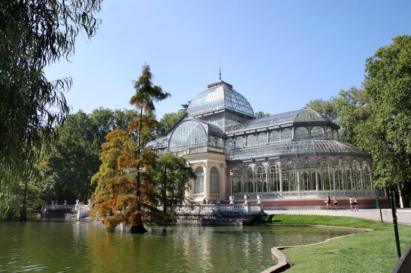 Crystal Pavilion i Retiroen parkerar, Madrid arkivfoton