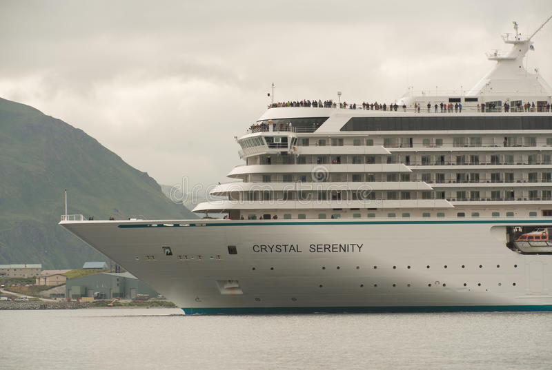 Crystal Serenity Departing Dutch Harbor stock foto