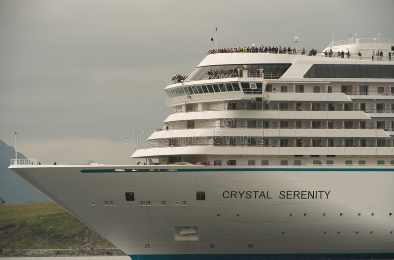 Crystal Serenity Departing Dutch Harbor stock afbeeldingen