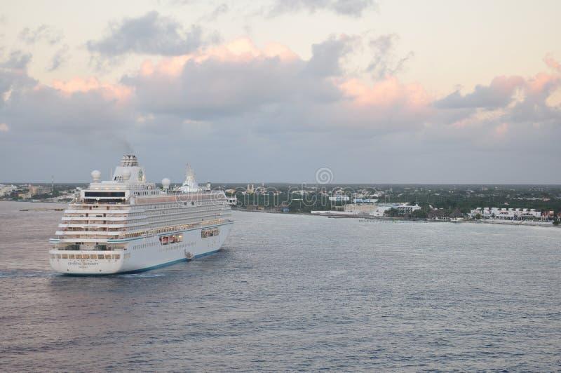 Crystal Serenity-Kreuzschiff in Cozumel stockfoto