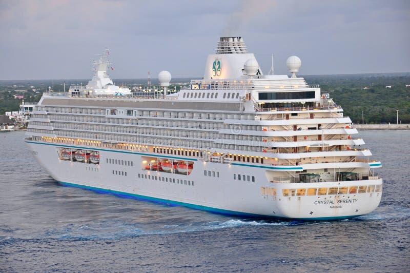 Crystal Serenity-Kreuzschiff in Cozumel lizenzfreies stockfoto