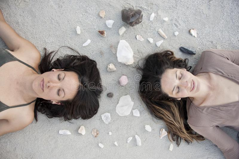 Crystal Sisters Meditation Mandala stockbilder