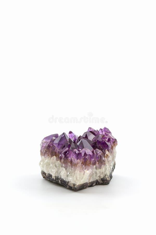 Crystal Stone, cristalli ametisti ruvidi porpora fotografia stock libera da diritti