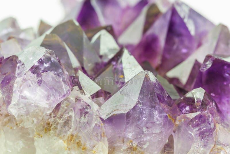 Crystal Stone, cristalli ametisti ruvidi porpora fotografie stock libere da diritti