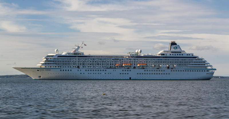 Download Crystal Symphony editorial stock image. Image of boat - 33746764