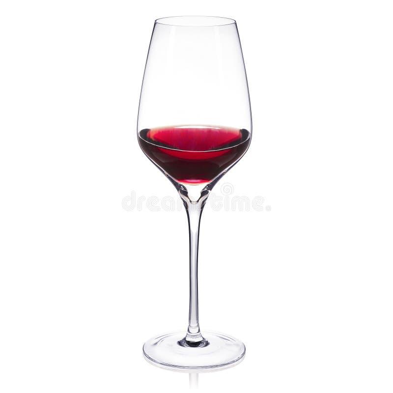 Crystal vinexponeringsglas på vit bakgrund med rött vin arkivfoton