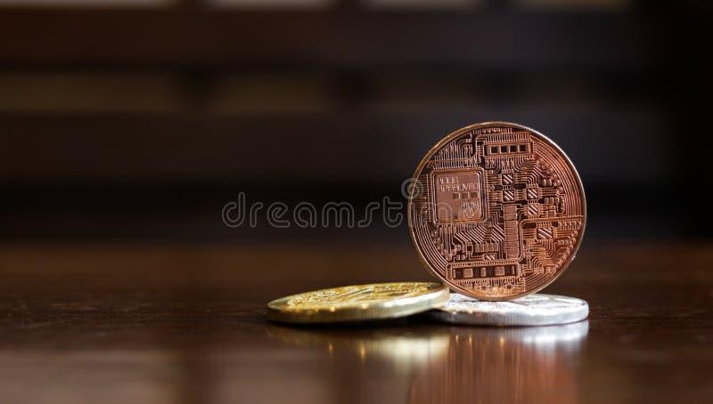 Crytocurrency de bitcoin de plan rapproché sur la table, concept d'invetment, selec photo stock