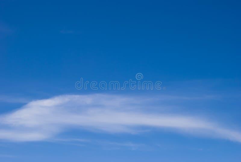 Cs de nuages de cirrostratus sur un ciel bleu photographie stock