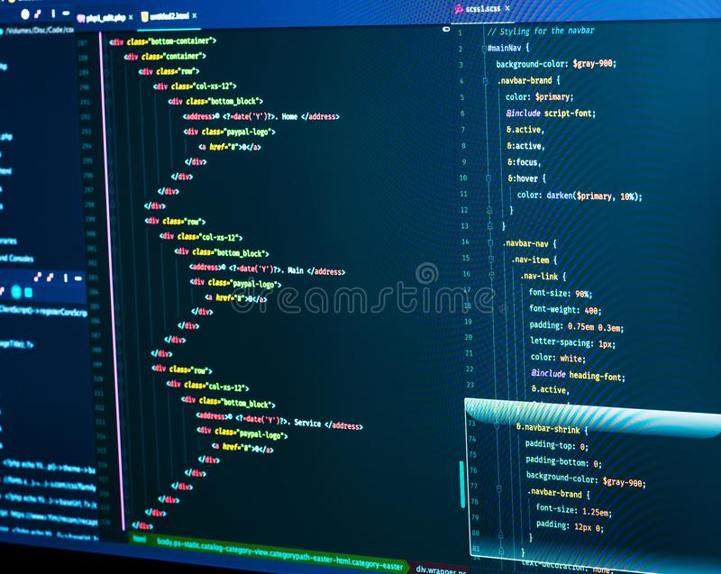 CSS stylesheet κώδικας Διαχωρισμός του HTML και css στο συντάκτη Ιστός ή ανάπτυξη εφαρμογών Σχέδιο ιστοχώρου στοκ εικόνα