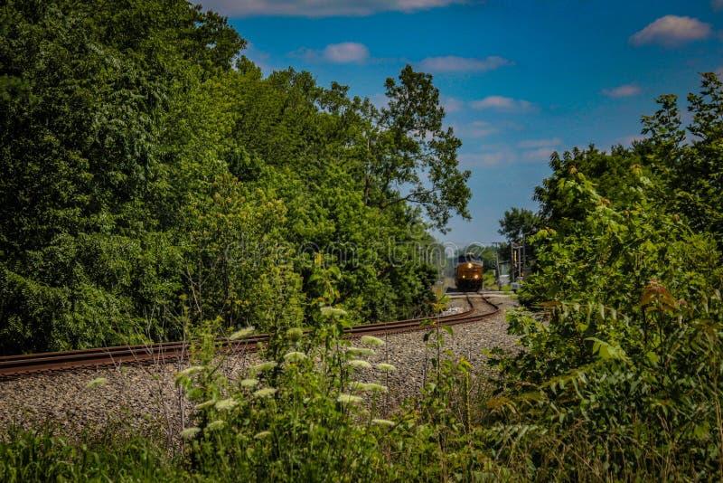 CSX pociąg wi się przez Lowell, WEWNĄTRZ zdjęcie royalty free