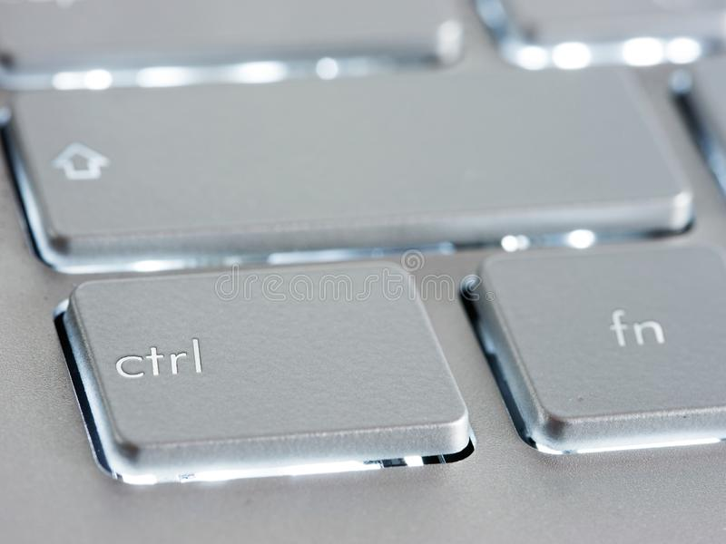 Ctrl - tecla de control en el teclado de plata del ordenador portátil imagen de archivo