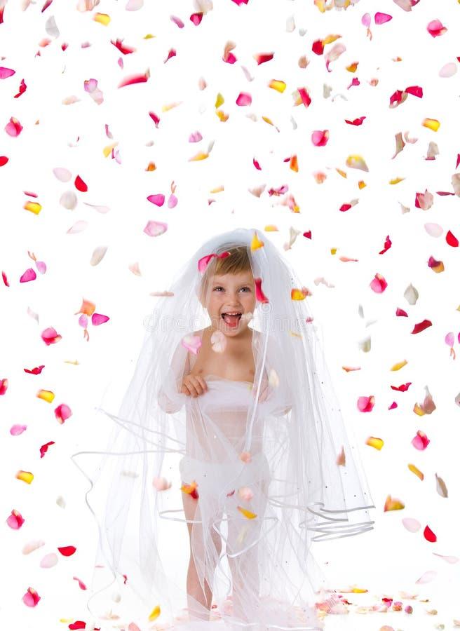 Ctue kleines Mädchen in einem Schleier lizenzfreies stockbild