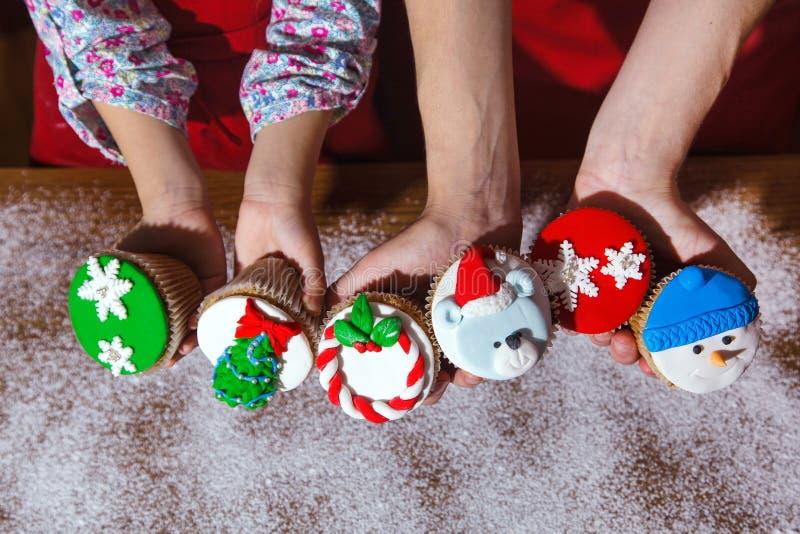 Cu de la hierbabuena del chocolate de la idea del postre del menú de la cena de la fiesta de Navidad fotografía de archivo libre de regalías