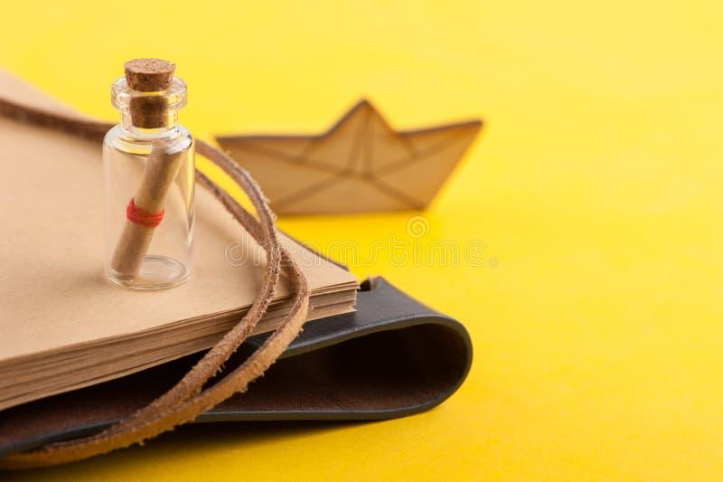 Cuaderno abierto en blanco, viaje y decoración náutica foto de archivo libre de regalías