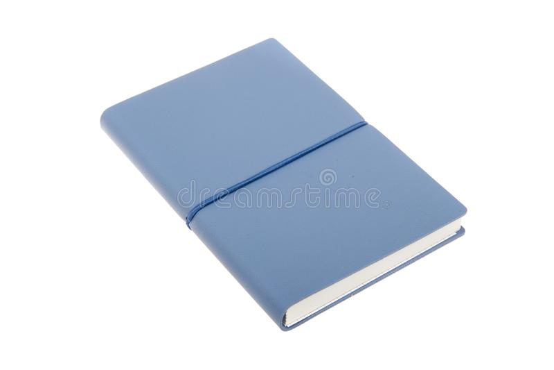 Cuaderno azul de cubierta del color aislado Libro del bosquejo Cuaderno del diario en cubierta de cuero azul foto de archivo