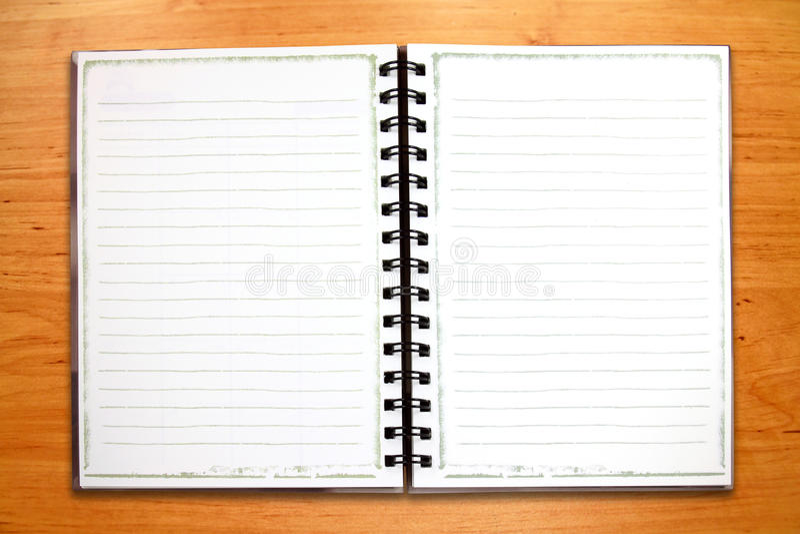 Cuaderno blanco en blanco de la carpeta imagenes de archivo