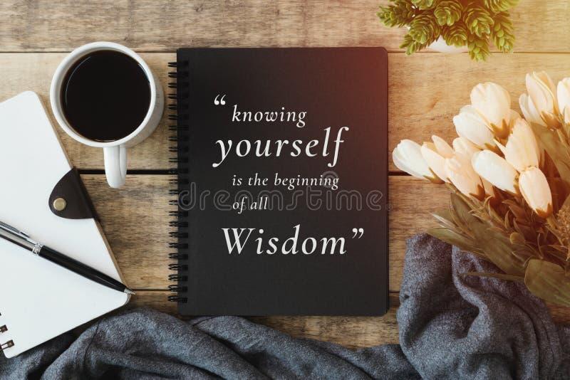 Cuaderno con cita de la sabiduría fotos de archivo