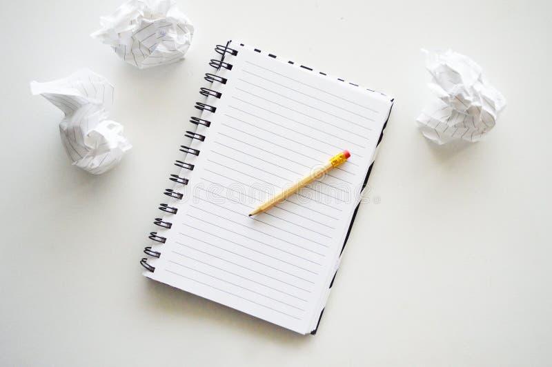 Cuaderno con el l?piz imágenes de archivo libres de regalías
