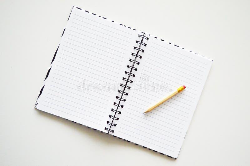 Cuaderno con el l?piz imagenes de archivo