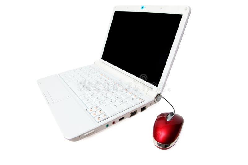 Cuaderno con el ratón rojo del ordenador imagen de archivo