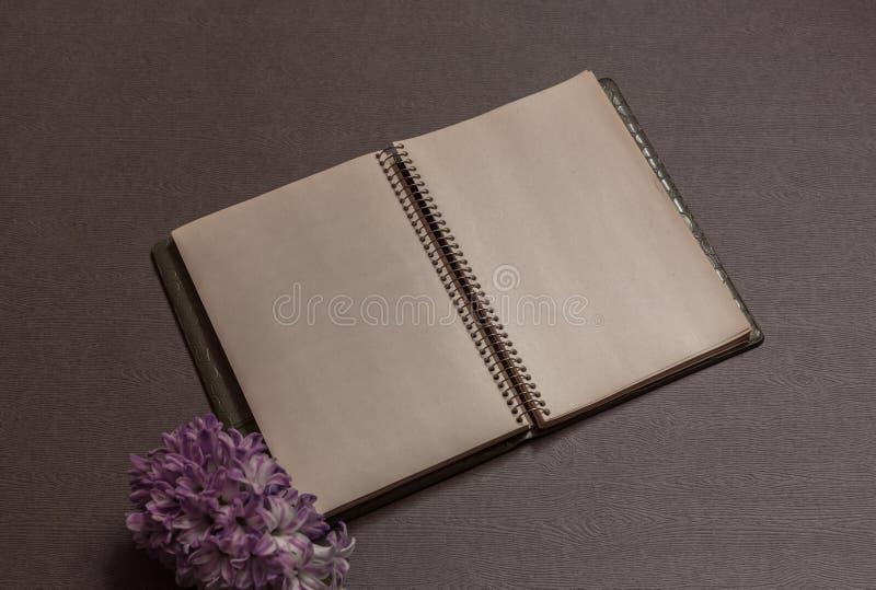 Cuaderno de la primavera fotografía de archivo libre de regalías